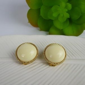 Vintage 50's white & Gold Clip Earrings
